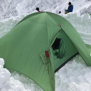 二ノ沢の頭にテント設営