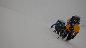第一岩峰までの雪壁