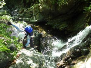 登れる滝は登って遊ぶ