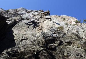 立岩「フェブラリーステップ」5.10a/bを登るかみさん 地元の方お勧めの好ルート