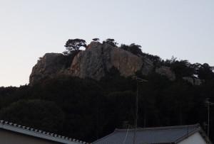 立岩は市街地からほど近い位置にある