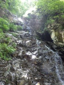 すぐに続く10m滝