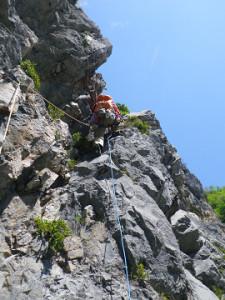 8P目 ハングの切れ目の凹角に向かって登る