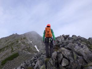 奥穂高岳山頂はすぐ近くに見えた