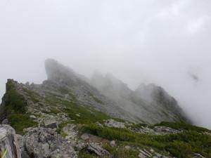 前穂高岳山頂部より北尾根方面を望む